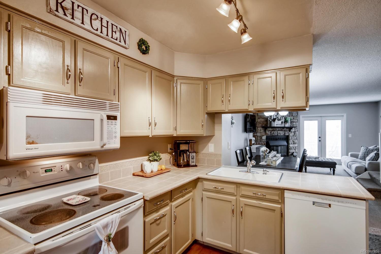 2699 East Nichols Circle kitchen